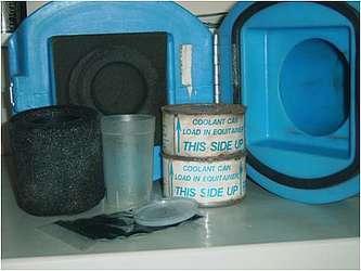 Isothermaliseur, gobelet, sac ballast et deux boîtes réfrigérantes sont contenus dans un Equitainer.