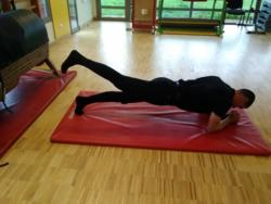 Mouvements de jambes position ventrale