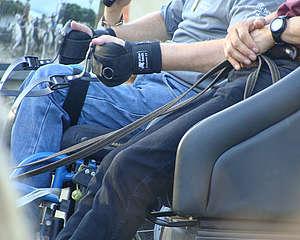 Pratique de l'attelage en fauteuil roulant, menage en double